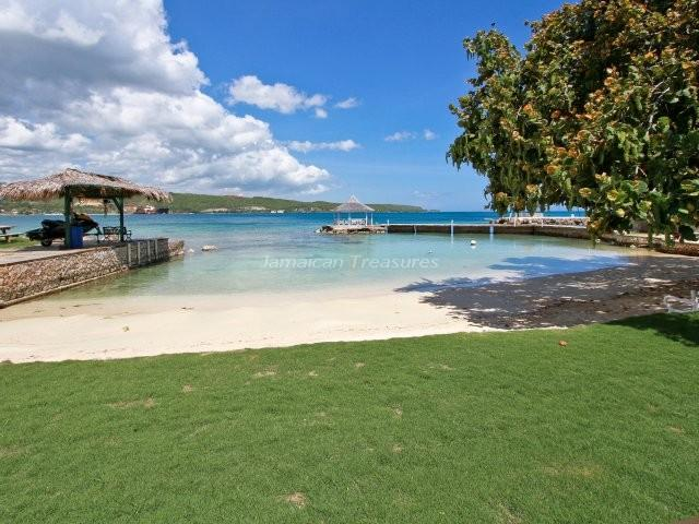 BEACHFRONT! KAYAKS! GYM! TENNIS -A Summer Place - Image 1 - Discovery Bay - rentals