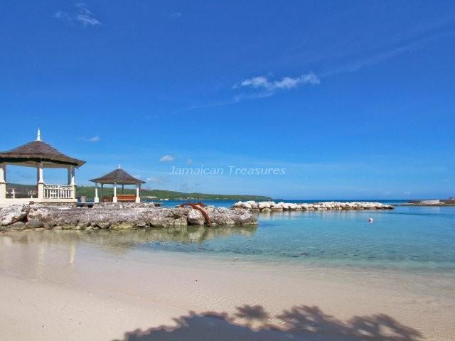 BEACHFRONT! STAFFED! TENNIS! Sugar Bay - Image 1 - Discovery Bay - rentals