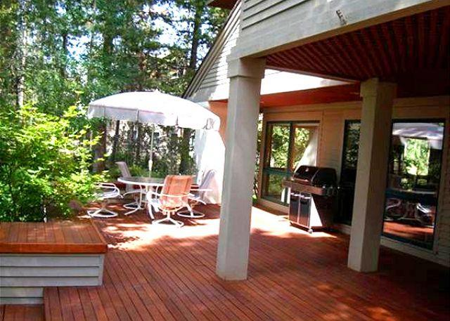deck - Mt Bachelor Specials Sunriver Home with Cable and Wifi On the Golf Course - Sunriver - rentals