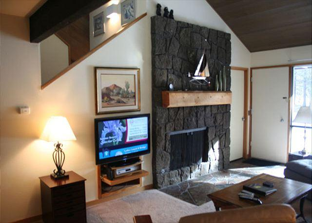 Golfer's Sunriver Condo with Bikes and A/C On the Golf Course - Image 1 - Sunriver - rentals