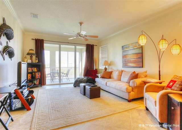 Our newly decorated living area and lanai - Tidelands Sunshine Condo, new mattresses, HDTV, movie library - Palm Coast - rentals