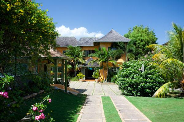 Keela Wee - Discovery Bay 6 Bedrooms beachfront - Image 1 - Discovery Bay - rentals
