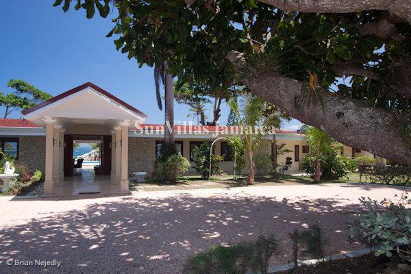 Seven Seas - Ocho Rios 4 Bedroom Beachfront - Image 1 - Ocho Rios - rentals