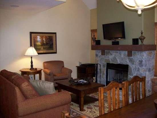 Open Floorplan with Wood-burning Fireplace - Clearwater 84 Two Bedroom, Three Bath Townhome. Sleeps 6. WIFI. Pet Friendly - Tamarack Resort - rentals
