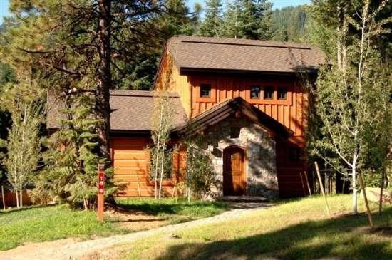 Front Exterior - Rock Creek Cottage 18 - Two Bedrooms, 2.5 Bath Cottage. Sleeps 6. Pet Friendly. - Tamarack Resort - rentals