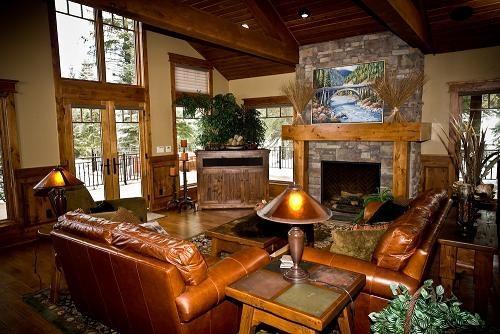 Great Room featuring wrap-around deck - Kings Retreat- 4 Bedroom, 4.5 bath, Sauna, Pool/Game Room, Private Office. Sleeps 14. WIFI. - Tamarack Resort - rentals
