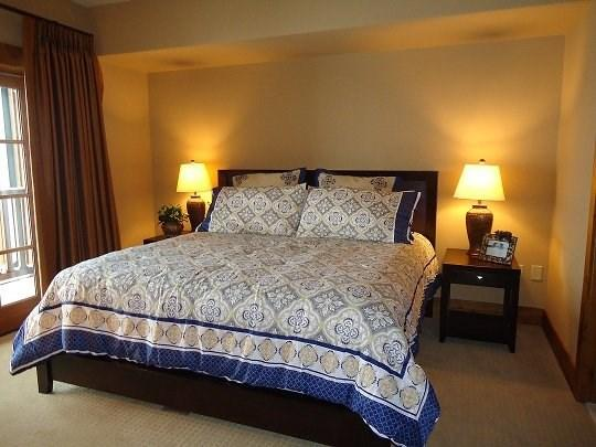 Master bedroom with Deck Access and Full Bath - Lodge 305B Two Bedroom, Two Bath Lodge Condo. Sleeps 6. WIFI. - Tamarack Resort - rentals