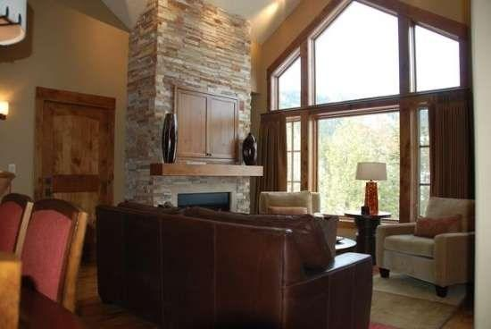 Spacious living room with gas fireplace and views of the mountains - Lodge 404A - One Bedroom, Two bath Condo with Sleeper Sofa and WIFI - Tamarack Resort - rentals