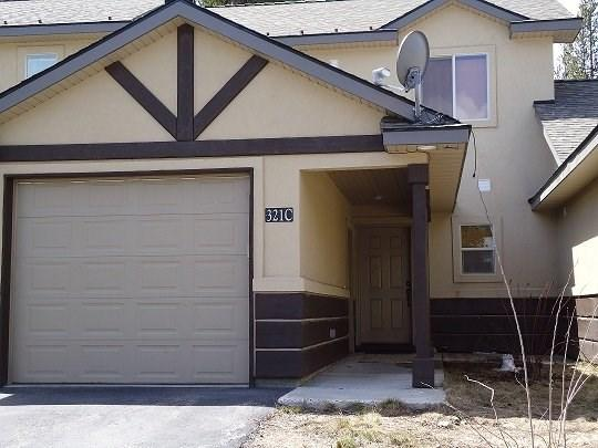 Front of Townhome - Wildwood Townhome - Three Bedroom, 1.5 bath Townhome. Sleeps 8. Satellite TV. - McCall - rentals