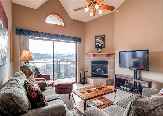 Lake Forest Condo Living Room Frisco Lodging Vacation Rentals - Lake Forest Penthouse Condo Frisco Colorado Vacation Rentals - World - rentals