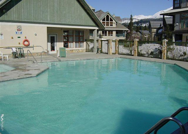 2 bdm, central,  pool, hot tub, Free internet, parking, BBQ, fireplace - Image 1 - Whistler - rentals