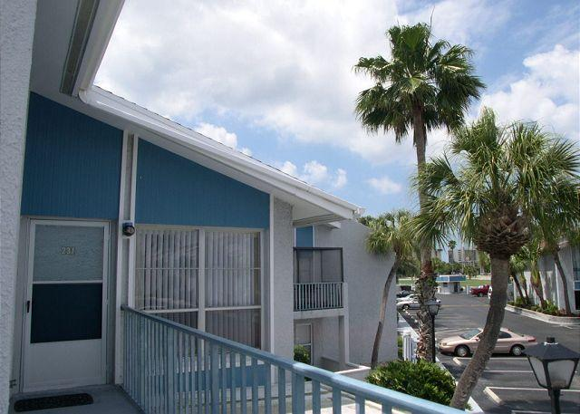 Madeira Beach Yacht Club 231-F Cheerful upper level one bedroom - Image 1 - Madeira Beach - rentals