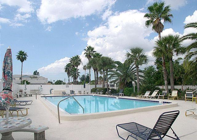 Pool - Madeira Place 303 Gulf view condo near John's Pass Village  Pool, BBQ & Wifi - Madeira Beach - rentals