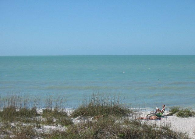 SIV-F Bright, beachy Gulf front - heated pool, WiFi, 52 in Flatscreen HDTV - Image 1 - Indian Rocks Beach - rentals