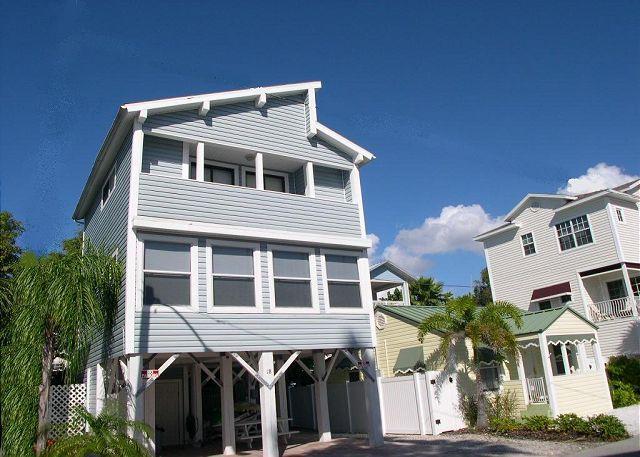 Gulf View Sunset Beach House sleeps 8 - Plasma TV, Wifi & Small Dog Friendly - Image 1 - Treasure Island - rentals