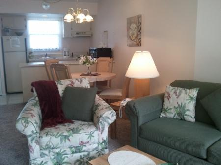 Kitchen and Dinning - Tranquil Garden views-close to the pool and walk to Town - Marco Island - rentals