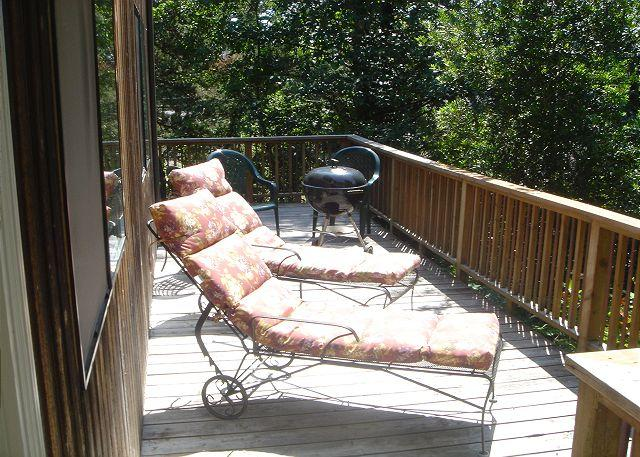 Little Apple Cottage Deck - LITTLE APPLE COTTAGE, near town & beach, in MANZANITA - Manzanita - rentals