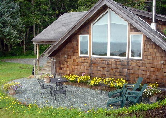 The Getaway Private Patio - THE GETAWAY ~SPECTACULAR VIEWS of the PACIFIC OCEAN AND NEAHKAHNIE MOUNTAIN!! - Nehalem - rentals