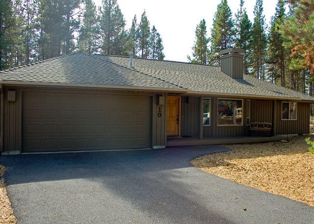Mt Bachelor Specials Sunriver Home with Wifi and Hot Tub Near North Store - Image 1 - Sunriver - rentals