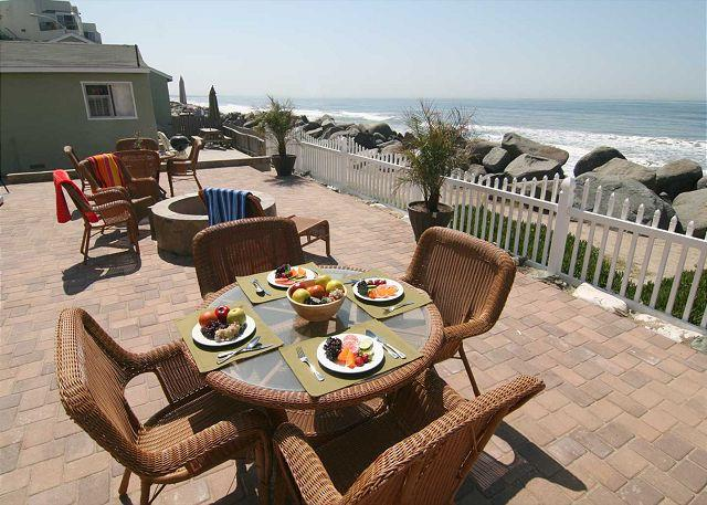 Common patio overlooking beach - Remodeled Beach Rental,2br/1ba, bbq, patio, Designer Decorated & A/C Equipped - Oceanside - rentals