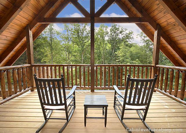 3 King Master Suites, Home Theater with 8 Foot Screen and Standup Arcade Game - Image 1 - Gatlinburg - rentals