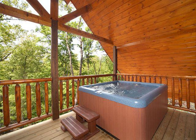 Luxury 2 bedroom cabin in beautiful resort setting with 2 master suites - Image 1 - Gatlinburg - rentals