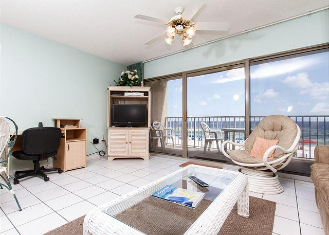 The living room offers a beautiful direct beachfront view of the - ETW 2004:There's no place like the BEACH! BOOK NOW WATERFRONT 1BR condo - Fort Walton Beach - rentals