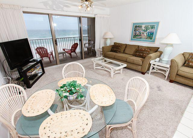 Living Room - ETW 3004:1bedroom,beachfront,free beach service,WIFI, NOW WITH KEYLESS ENTRY! - Fort Walton Beach - rentals