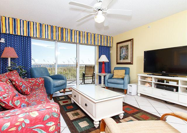Living Room - GD 111: Awesome nautical condo- parking,WiFi,jacuzzi tub,pool, FREE BCH SVC - Fort Walton Beach - rentals