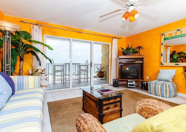 Living Room - GD 307:Get your beach fix from this EXTRAVAGANT waterfront 1BR - Fort Walton Beach - rentals