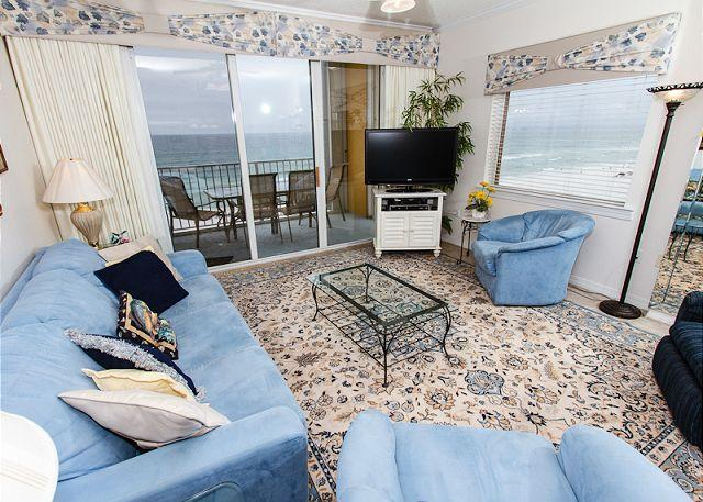 Living Room - GD 617:Phenomenal end unit! LCD TV w/ Blu Ray, parking, WIFI, FREE BEACH SVC - Fort Walton Beach - rentals