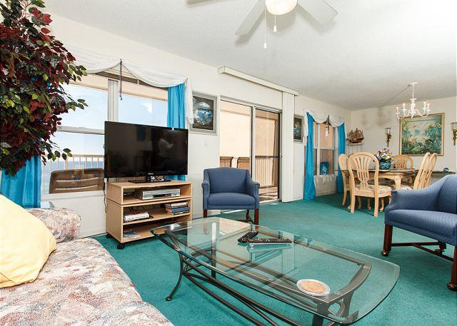 Living Room - Condo #7009:Cozy beachfront condo-full kitchen,priv balcony,gulf view,BCH SVC - Fort Walton Beach - rentals