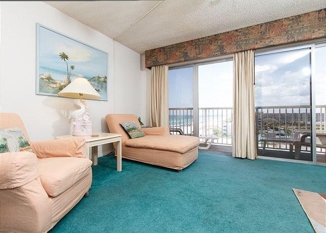 Living room - #706:TOP FLOOR, spacious w/ full kitchen,beautiful&BUDGET FRIENDLY-don't wait - Fort Walton Beach - rentals