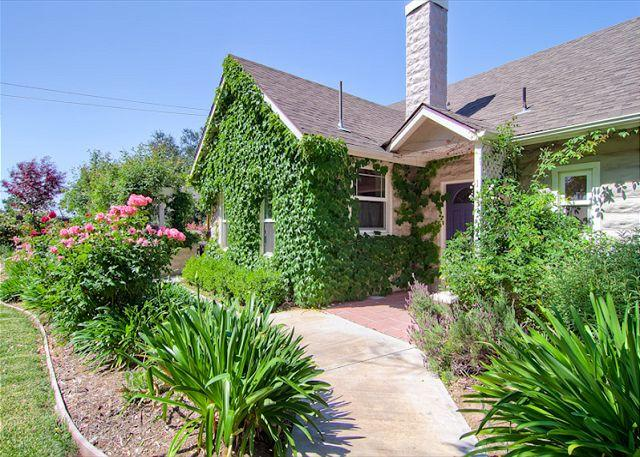 Front Entry - Cottage at Capitol Hill - Paso Robles - rentals