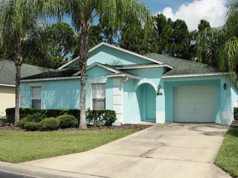 Brightly colored house on palm-tree lined streets - RD344 - Image 1 - Davenport - rentals