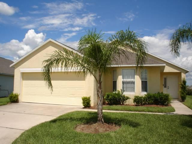 Beautiful 4BR house just off of the highway - MJD615 - Image 1 - Davenport - rentals