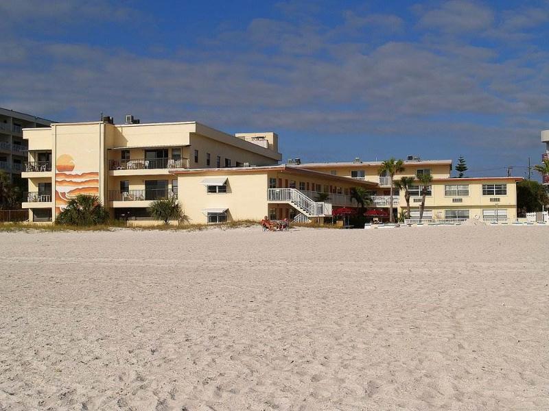 #154 at Surf Song Resort - Image 1 - Madeira Beach - rentals