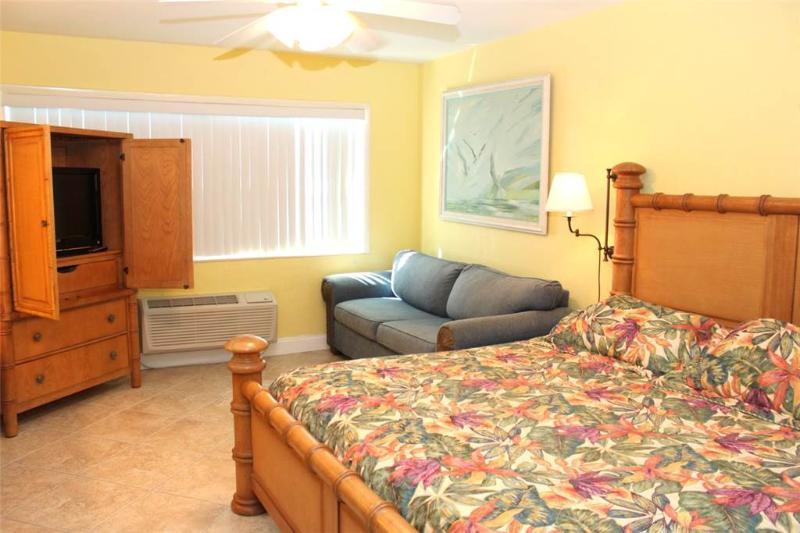 #154 at Surf Song Resort - Image 1 - Madeira Beach - rentals