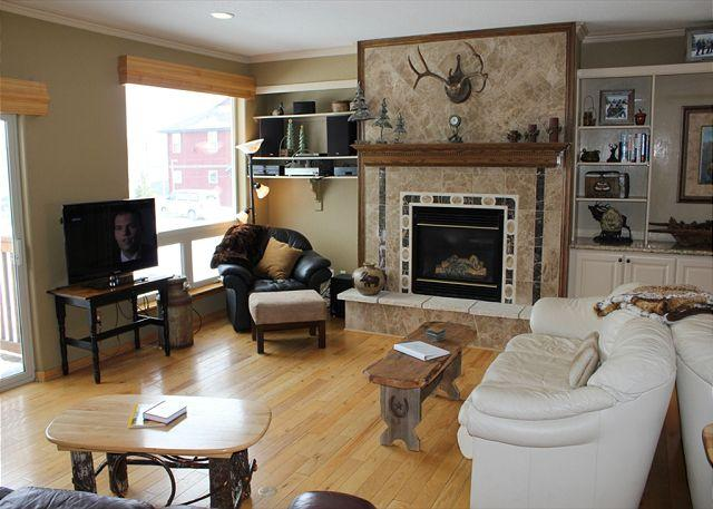PV120C Super Townhouse w/Fireplace, King Bed, Clubhouse, Garage, Wifi - Image 1 - Silverthorne - rentals
