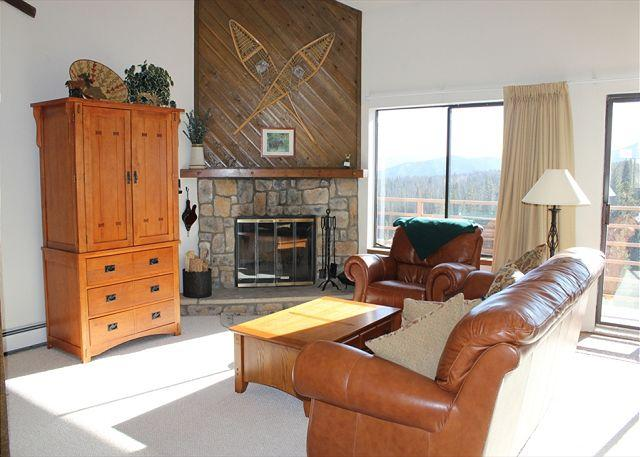 BR305E Prime Condo w/Great Views, Wifi, Fireplace, Clubhouse & Carport - Image 1 - Silverthorne - rentals