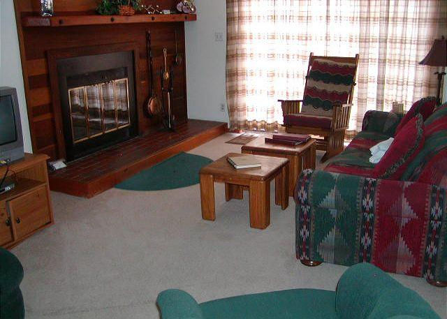SS90 Inviting Condo w/Fireplace, Clubhouse, Wifi - Image 1 - Silverthorne - rentals