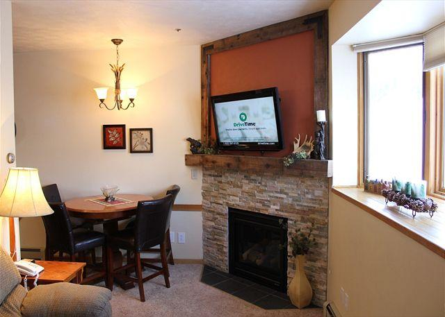 TR408A Timeshare Condo w/Wifi, Clubhouse, Mountain Views, Fireplace - Image 1 - Silverthorne - rentals