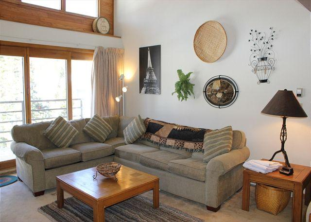 BV406CC Large Condo with Elevator, Wifi, Fireplace, deck, & Clubhouse access - Image 1 - Silverthorne - rentals