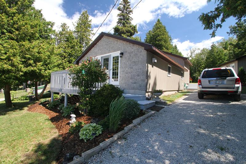 Myles Bay cottage (#326) - Image 1 - Lion's Head - rentals