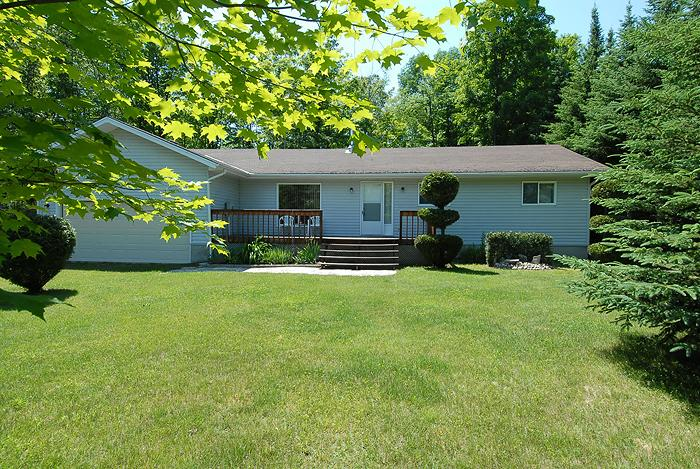 Home Away From Home cottage (#402) - Image 1 - Sauble Beach - rentals