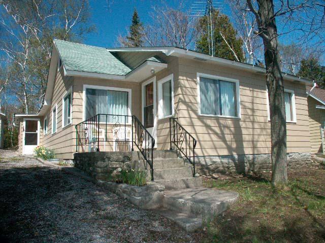 The Lambert's cottage (#301) - Image 1 - Lions Head - rentals
