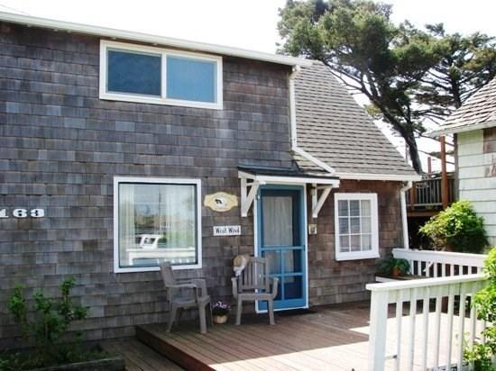 West Wind front door and deck - West Wind - Adorable 2 bedroom 2 bath cabin just steps to the beach sleeps 4 - 35567 - Cannon Beach - rentals