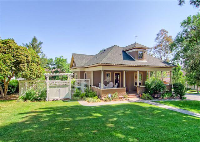 Exterior - Dig into Expansive luxury in Downtown Paso Robles - Paso Robles - rentals