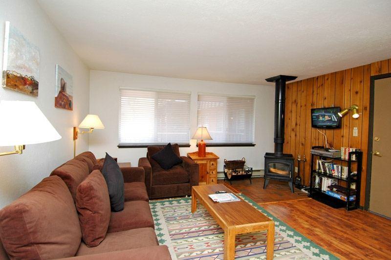 living_area_1.jpg - Silverglo Condominiums Unit 304 - Aspen - rentals