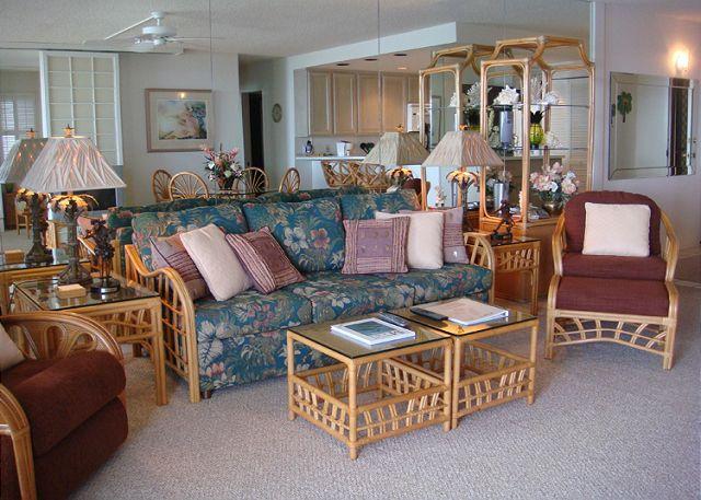 Living Room - B204 Hololani Oceanfront Resort - Lahaina - rentals
